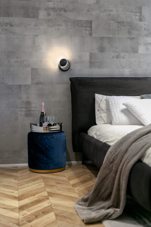 מנורה מעוצבת לחדר שינה