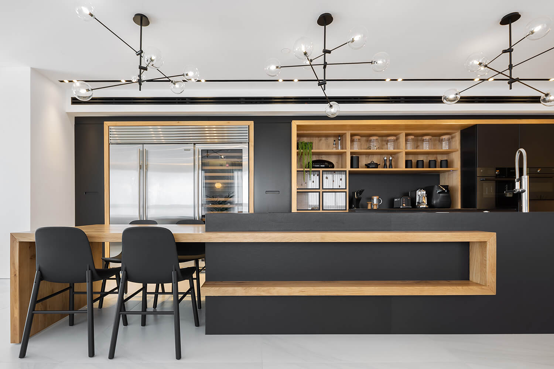 גופי תאורה שחורים להשלמת עיצוב המטבח