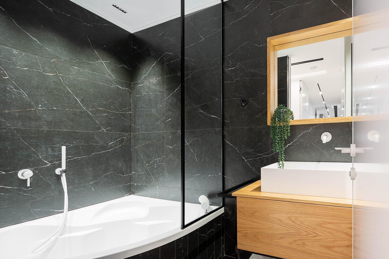 תאורה מעוצבת למקלחת בפרויקט סביוני אביב