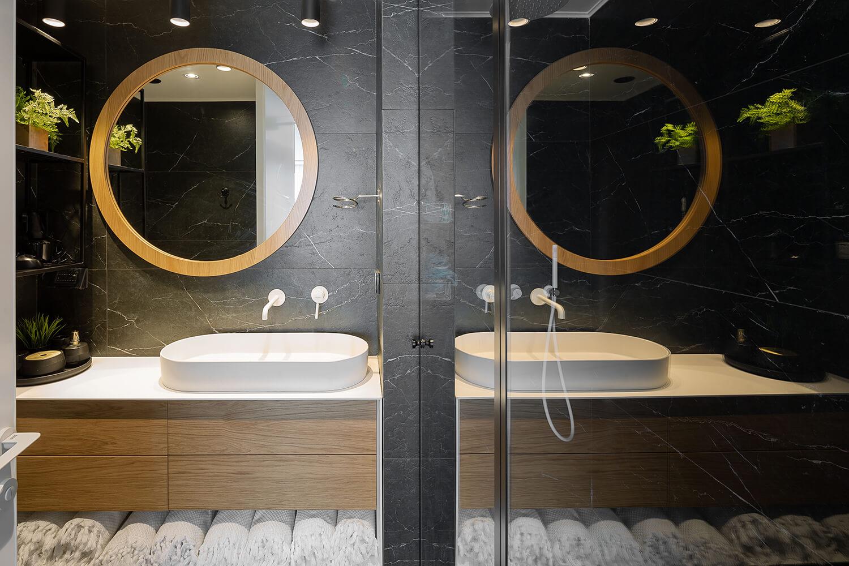 מקלחת מעוצבת בגופי תאורה מבית סיטי לייט
