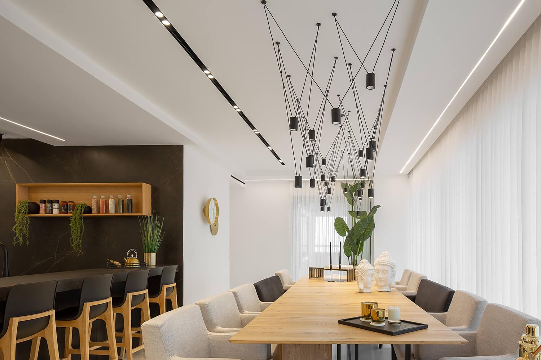 גופי תאורה תלויים מעוצבים להשלמת העיצוב של הבית