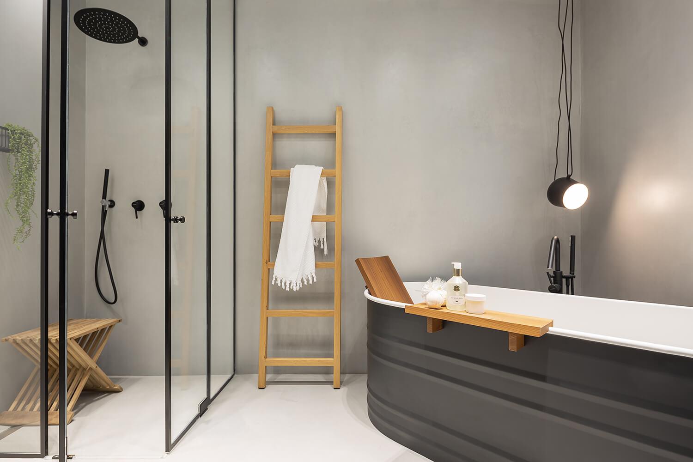 תאורה תלויה בעיצוב קלאסי לחדר מקלחת