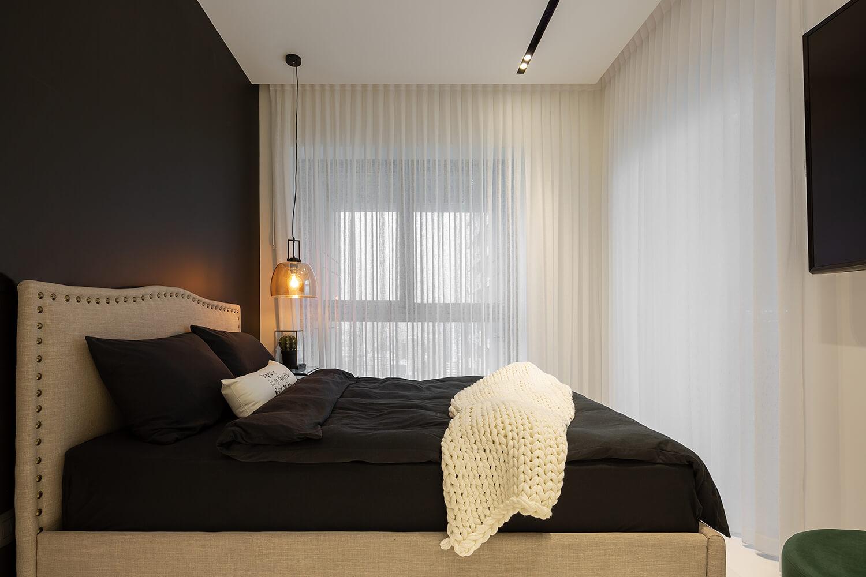 תאורה תלויה צבע זהב לחדר שינה