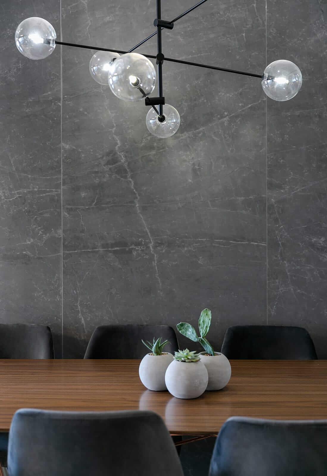 תאורה מעוצבת שחורה להשלמת עיצוב הבית