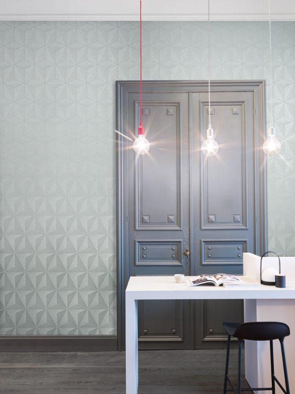 טפט מודרני עם תאורה תלויה ופרקט לעיצוב מושלם