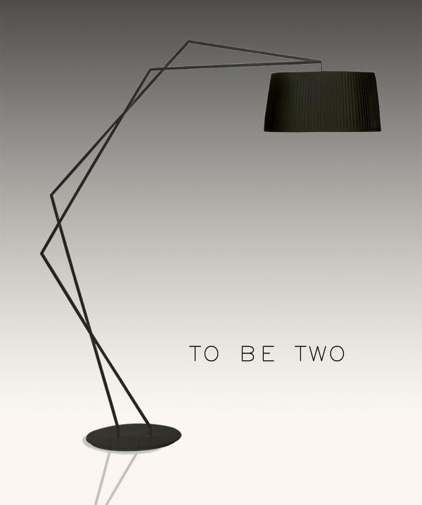 מנורת שולחן מעוצבת בצבע שחור דגם T-REKS