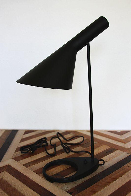 מנורת שולחן מעוצבת צבע שחור דגם OPTIMUM
