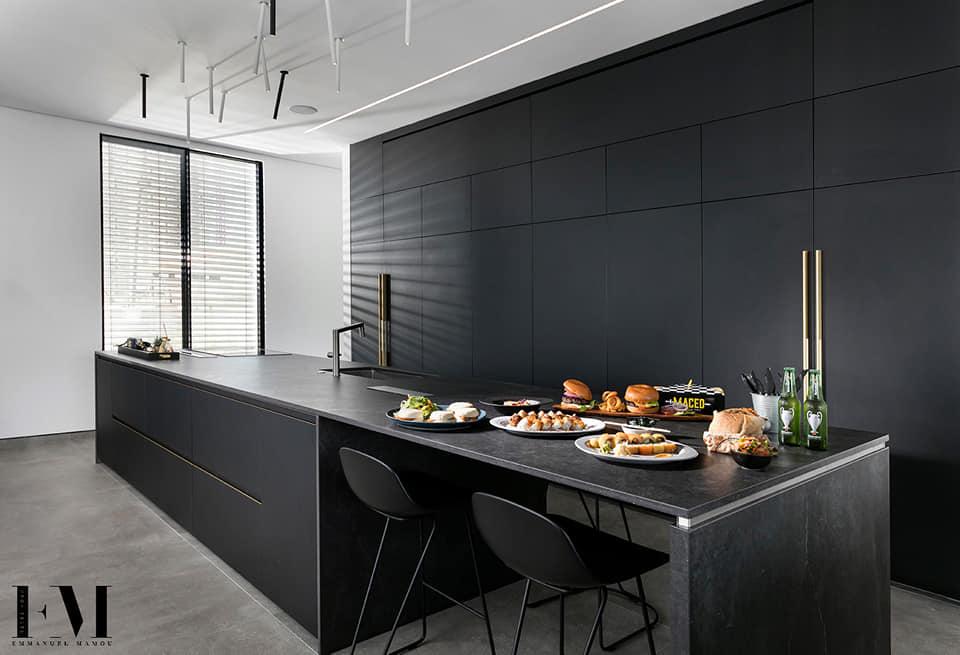מטבח שחור בעיצוב מודרני