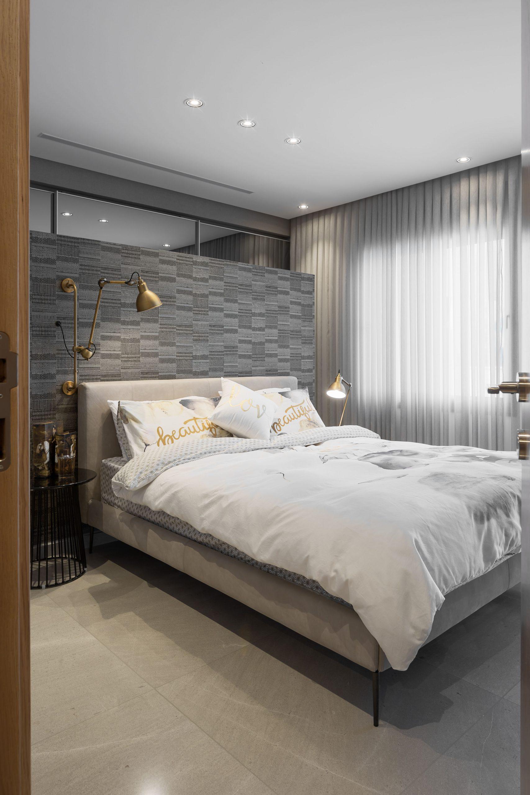 חדר שינה מעוצב עם תאורה משלימה מבית סיטי לייט תאורה